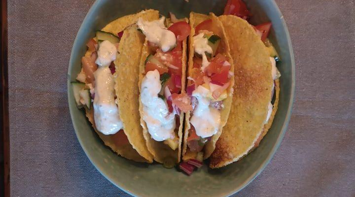 De perfecte combo: kruidige zalm, romige avocado & crispy taco's!