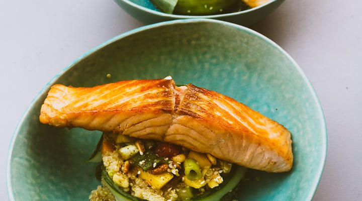 Frisse couscoussalade met een heerlijk stukje zalm!