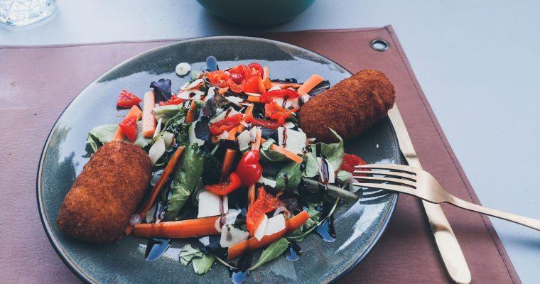 Verse garnaalkroketjes met frietjes -heerlijk bij warm weer!