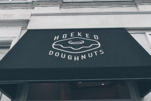 Hoeked doughnuts